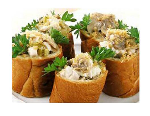 salat-v-hlebnyih-stakanchikah